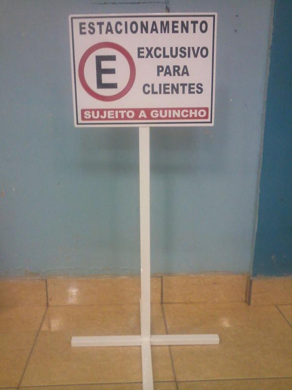 Cavalete para sinalização
